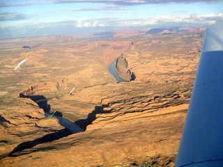 95 59p. Colorado River near Moab - aerial