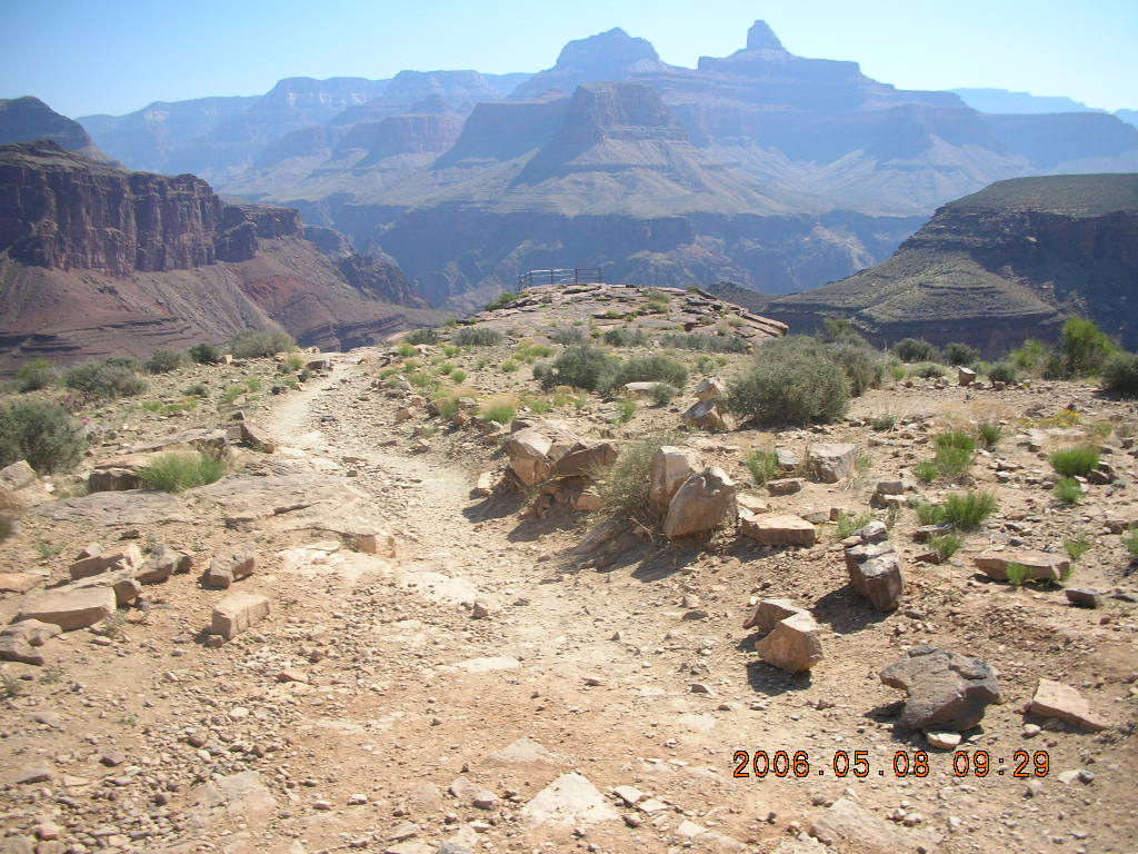 trail to Plateau Point