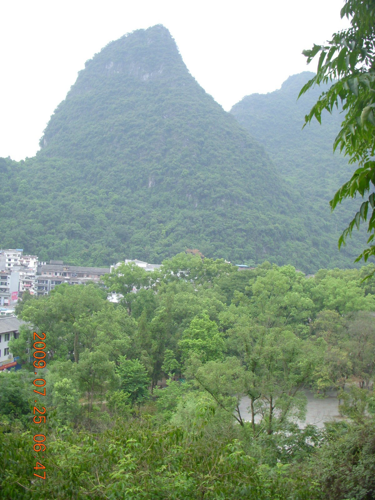 China eclipse - Yangshuo steps up the mountain