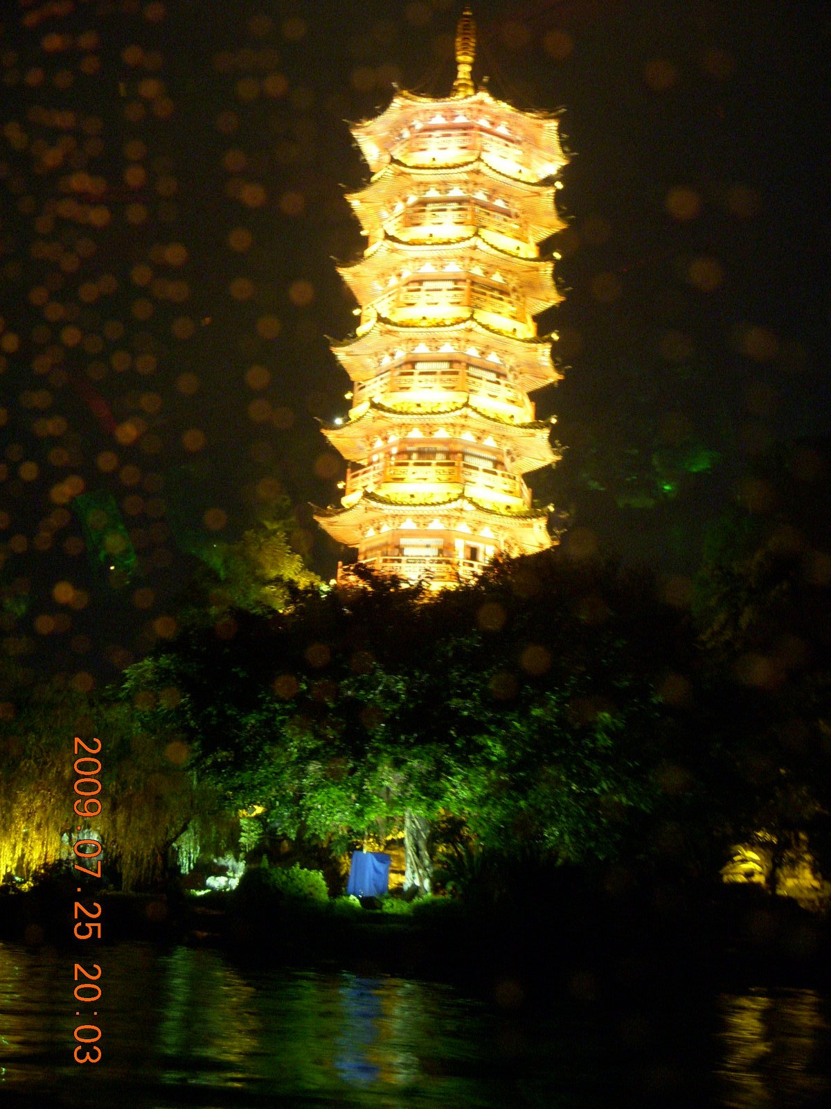 China eclipse - Guilin evening boat tour - sun pagoda