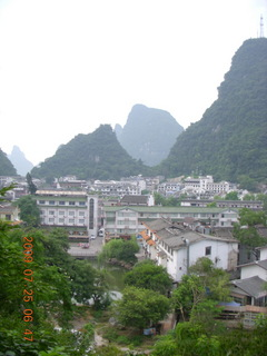 42 6xr. China eclipse - Yangshuo steps up the mountain