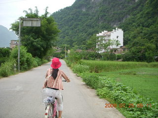 101 6xr. China eclipse - Yangshuo bicycle ride - Ling