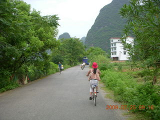 106 6xr. China eclipse - Yangshuo bicycle ride - Ling