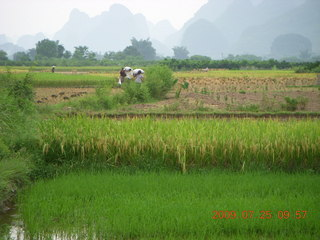 172 6xr. China eclipse - Yangshuo bicycle ride - walk to farm village