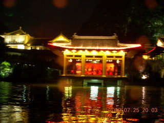 306 6xr. China eclipse - Guilin evening boat tour - side show