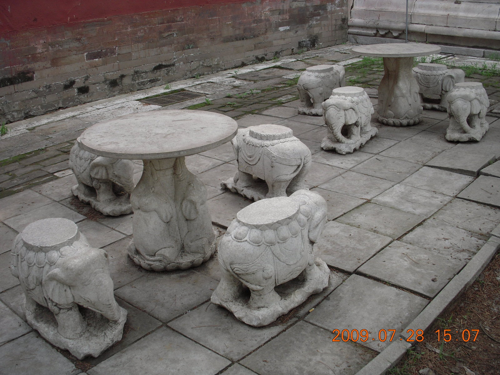 China eclipse - Beijing tour - Ming Tomb - elephant seats