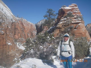 74 72q. Zion National Park - Angels Landing hike - Adam